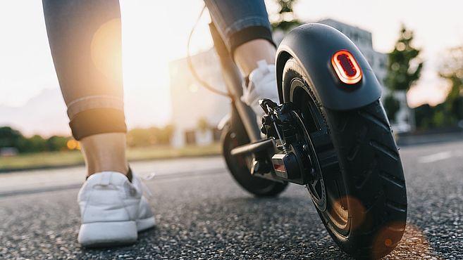 femme scooter électrique
